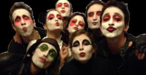 gruppo di allievi-attori prima di entrare in scena